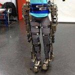 Brasileiro divulga imagens de exoesqueleto controlado pela mente